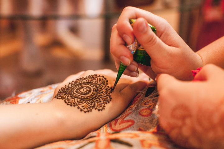 Mehndi Good For Your Hair : How black henna tattoos can your affect hair and scalp